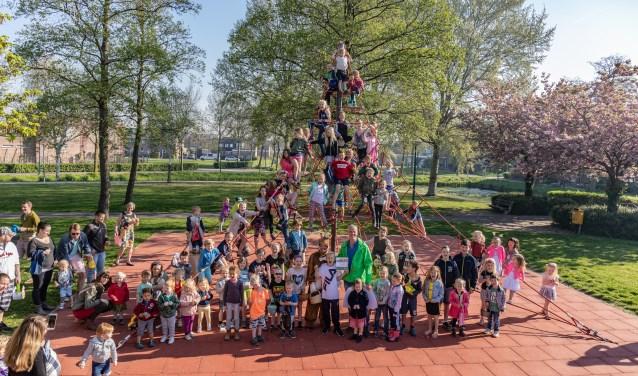 Bradley Etemi samen met de andere kinderen in FB Hotzpark. | Foto's Wil van Elk