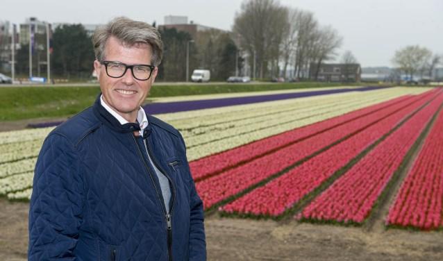Corso-voorzitter Willem Heemskerk is trots dat Dirk Kuijt dit jaar het Bloemencorso van de Bollenstreek opent. | Foto: Willem Krol