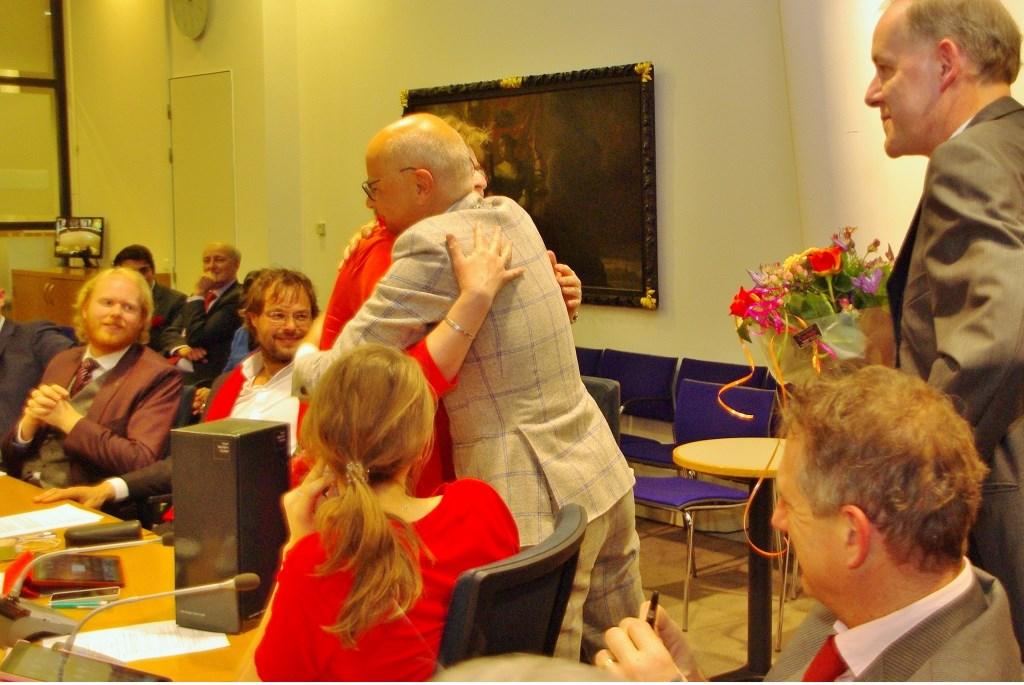 Burgermeester Jaensch neemt afscheid van Ria Pasterkamp.