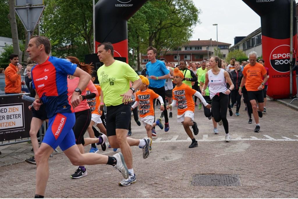 De start van de 5 en 10 kilometer Foto: Corrie van der a © uitgeverij Verhagen