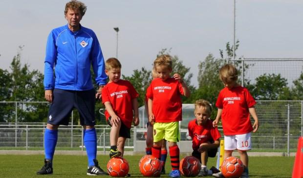 Trainer Laurens Mouter met enkele deelnemers tijdens een vorige editie kennismakingstrainingen.