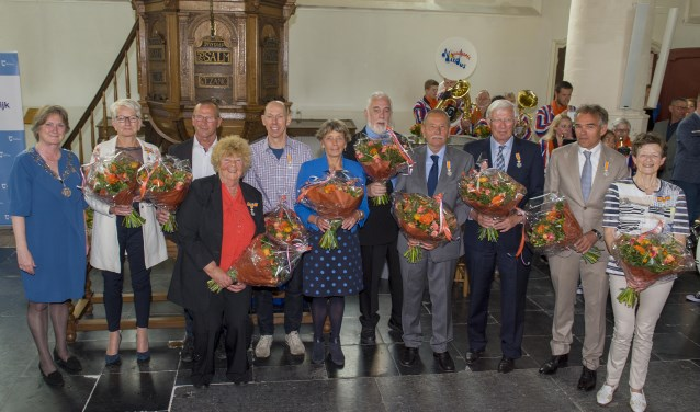 De tien gedecoreerden. | Foto: Willem Krol