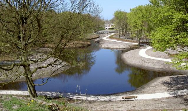 Dijkenburg en de Spiegelvijver na de renovatie: precies op de grens Noordwijk/Noordwijkerhout.   Foto: Marca Bultink