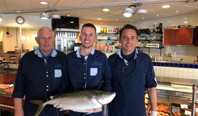 Van links naar rechts Opa Leen, Jorg en Patrick Kuyper. Drie generaties visspecialisten.