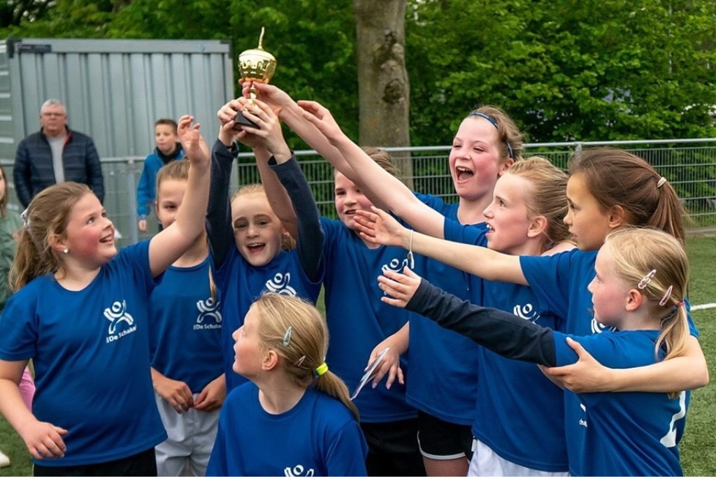 De Schakel meisjes groep 4-5-6 Foto: Johan Kranenburg © uitgeverij Verhagen