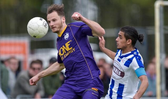 Frank Tervoert, goed voor de 2-0 en de 4-0 en Milan Intezar van FC Lienden. | Foto: Wim Dobbes, Orange Pictures