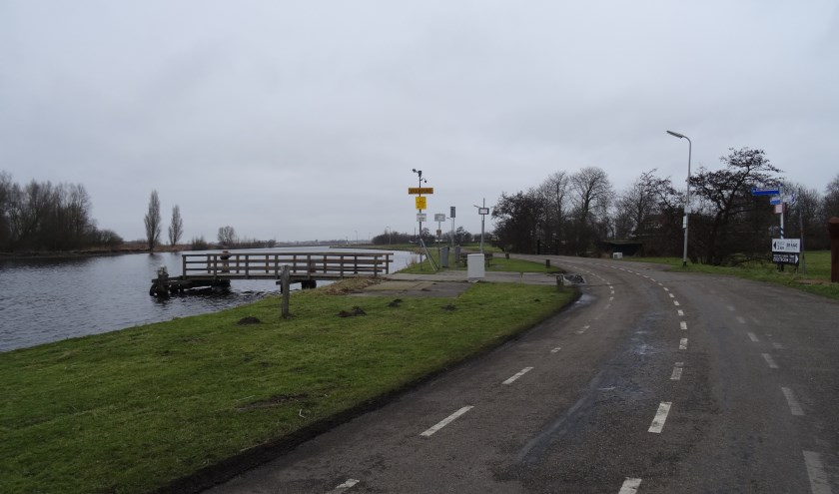 De Zijldijk ter hoogte van het fiets- en voetgangerspontje naar de Merenwijk.