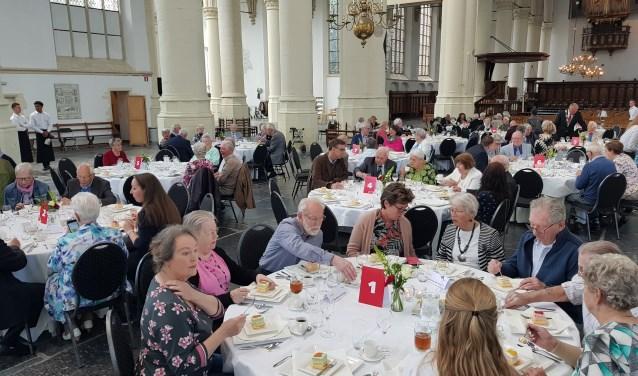 Alle paren bijeen in de Hooglandse Kerk. | Foto: Emile van Aelst