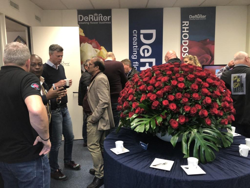 In de speciale presentatieruimte was het een komen en gaan van belangstellenden.   © Verhagen