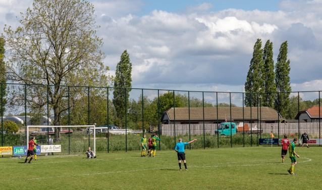 Ook met tien man wist ASC te scoren. | Foto Wil van Elk