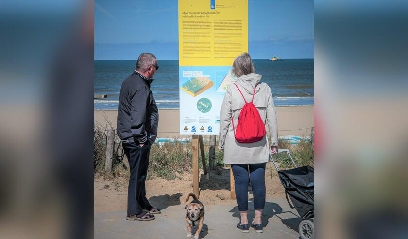 De informatieborden bij het Katwijkse strand.