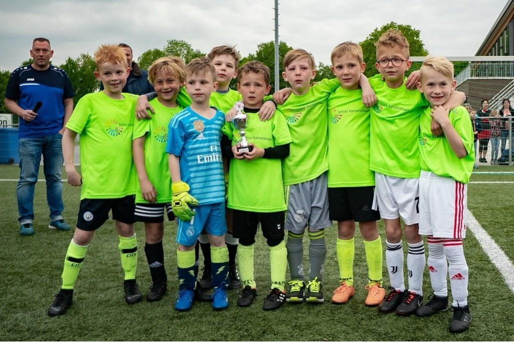 School Kastanjelaan jongens groep 4 Foto: Johan Kranenburg © uitgeverij Verhagen