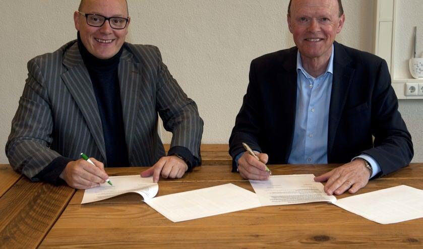 John van der Tol (l) neemt afscheid. Voorzitter Frans Heemskerk (r) moet daarom met het bestuur op zoek naar een nieuwe citymanager.