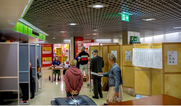 Echt druk was het gisteren tussen de middag niet in het stembureau in Winkelhof.