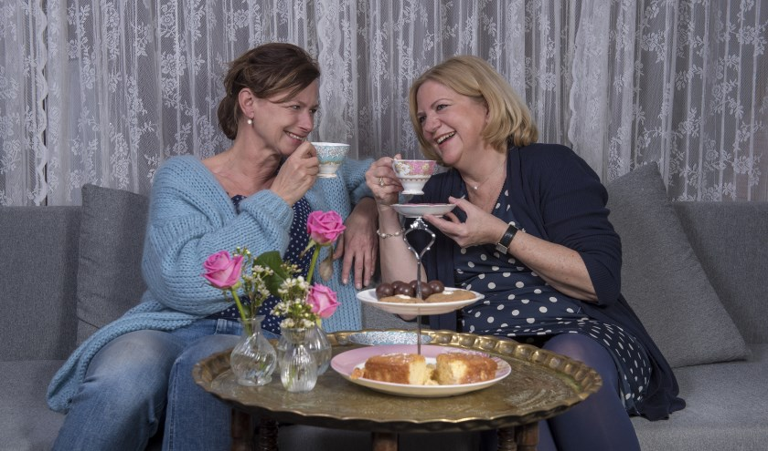 Jacqueline van Heteren (links) en Jacqueline Eenens organiseren het Boezemcafé.   Foto: pr.