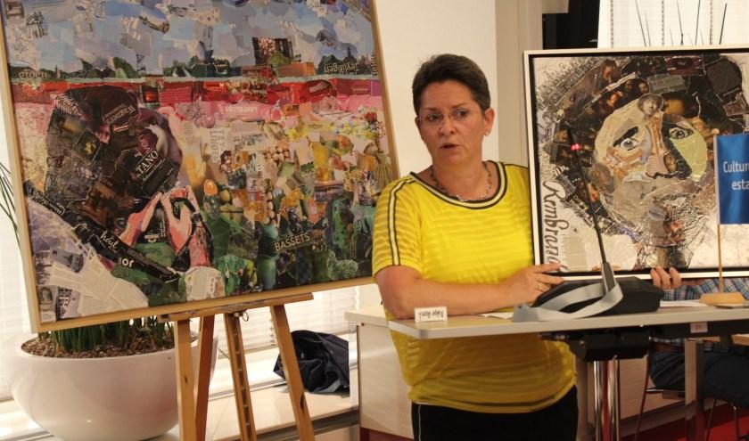 Lisette Hogewoning met achter haar één van haar collages. | Foto: Nico Kuyt.