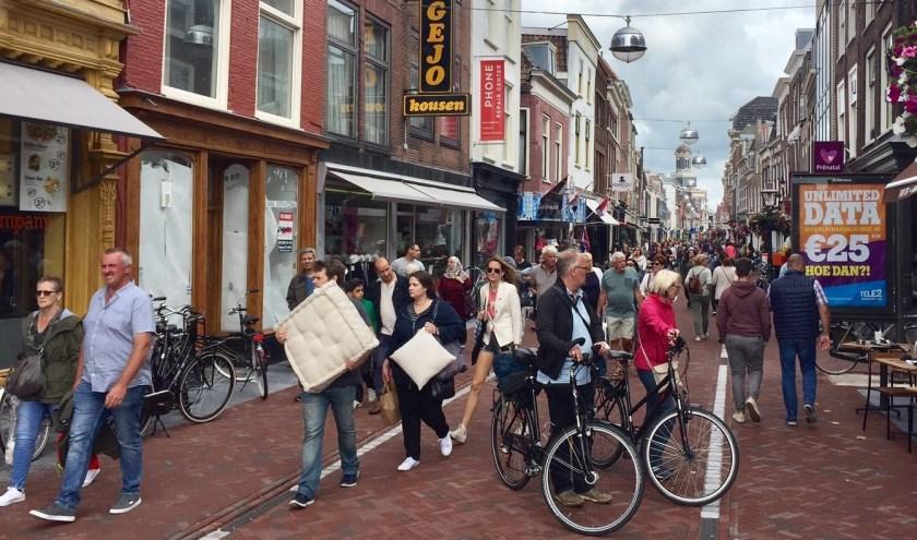 Drukte op de Haarlemmerstraat. | Foto: archief, Eric Hoenson