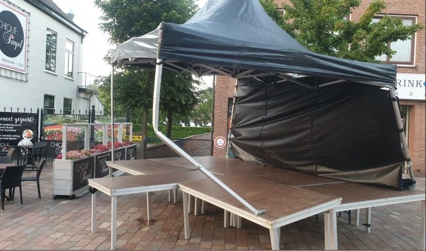 Wie meer weet over de vernieling van het podium op 't Vierkant, kan bellen met 0900 8844.