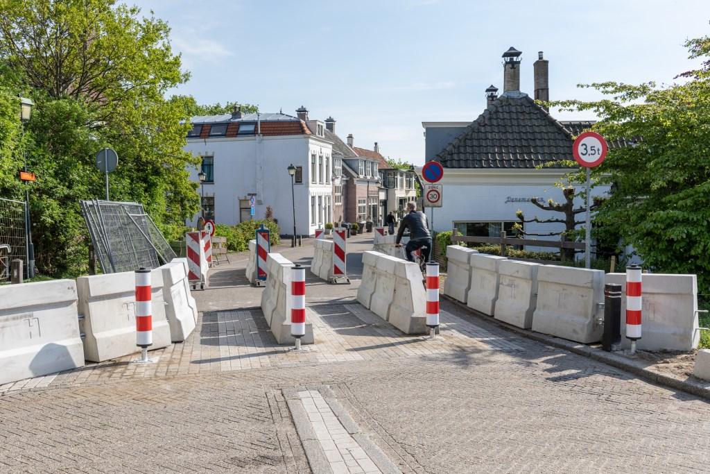 De Duikerbrug is alleen open voor voetgangers en fietsers. | Foto Wil van Elk Foto: Wil van Elk © uitgeverij Verhagen