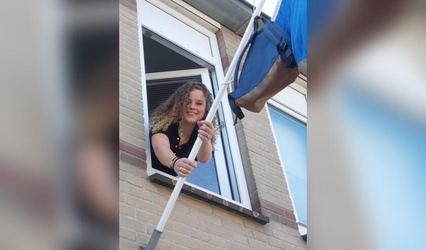 Tessa Meiland kan blij en opgelucht haar middelbare schoolperiode afsluiten.   Foto: Piet de Boer