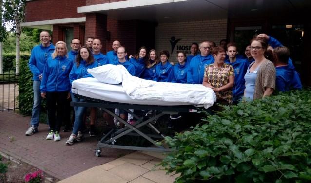 Bij het hospice is het koppelbed overhandigd aan medewerkers. | Foto: pr