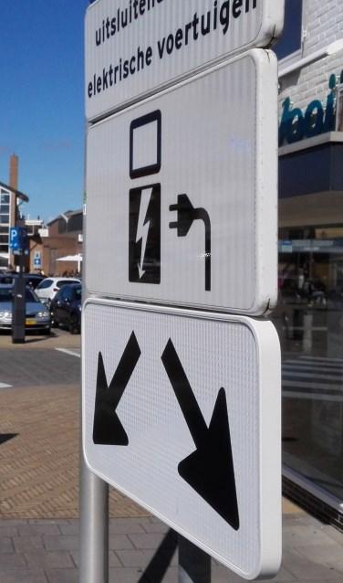 In Katwijk staan inmiddels meer dan 30 laadpalen voor elektrische auto's
