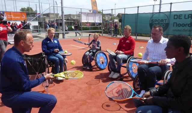 Ook was er aandacht voor tennis tijdens de Kampioenendag.   Foto: Ina Verblaauw