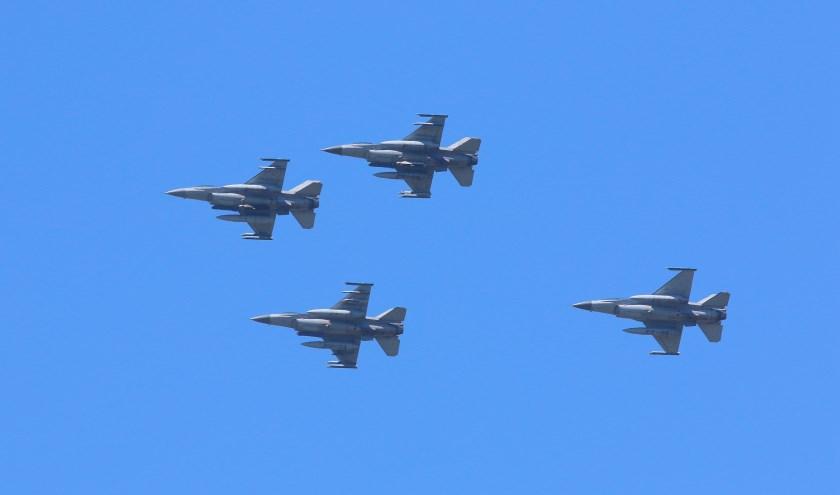 Ook vier F16's waren te zien boven Leiderdorp.