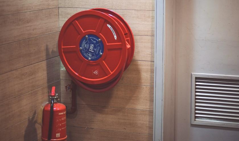 De brandweer controleert onder meer of er brandblussers aanwezig én gekeurd zijn.