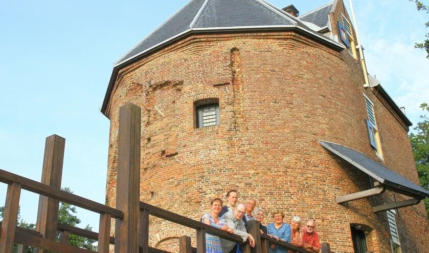Wilma Geljon; Koos vd Zwet; Cor de Vries; Eric Prince; Truus vd Veld; Marianne Bergman; Annette Heus; Frans vd Veld.