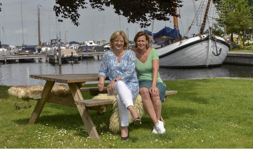De initiatiefnemers van het Boezemcafé, Jacqueline Eenens en Jacqueline van Heteren.