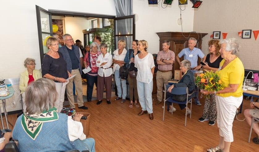 Tet Hiltermann blikte op een vrolijke manier terug op vijf jaar Repair Café Oegstgeest.