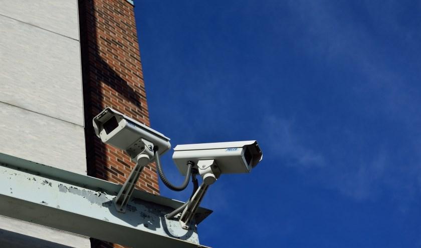 Wie weet zijn er in de wijk rond Mendeldreef beveiligingscamera's waar de jongens op te zien zijn.