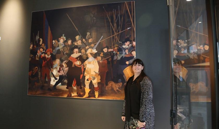 Natacha Hulsebosch bij haar Nachtwacht. | Foto: pr