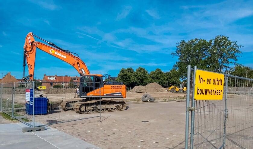 De entree naar het bouwterrein vanaf de Willem-Alexanderlaan. | Foto: J.P. Kranenburg