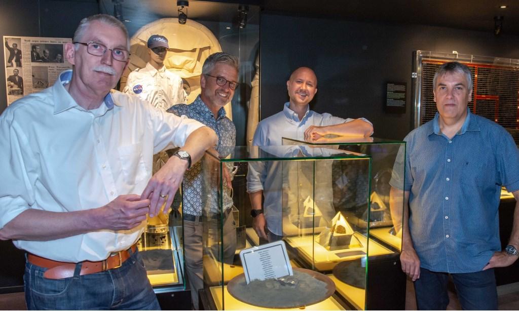 Vlnr Ed Hengeveld, Rob van den Berg, Ole Hellfritzsch, Danny van Hoecke bij de opening van de tentoonstelling.  © uitgeverij Verhagen