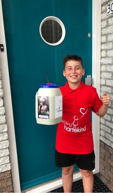 Ook deze jongen hielp mee bij de collecte voor Stichting Hartekind.