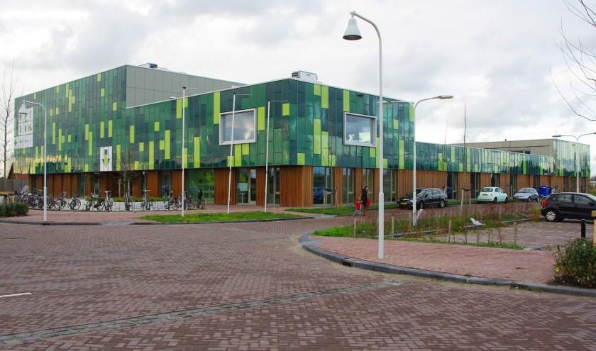 De gemeente Oegstgeest plaatst voor een periode van vijftien maanden twee lokalen als tijdelijke huisvesting voor basisschool Het Dok in Nieuw-Rhijngeest.   Archieffoto Willemien Timmers