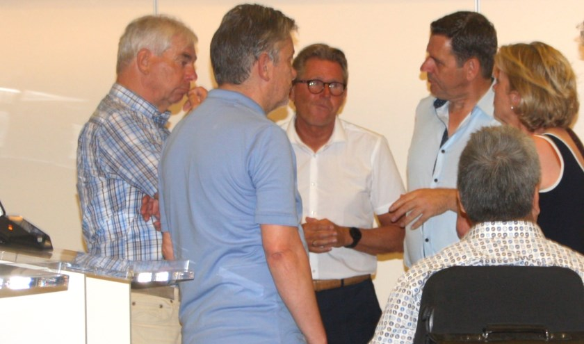 De kadernota bleek aanleiding tot koortsachtig overleg tussen oppositiepartijen. | Foto en tekst: Wim Siemerink