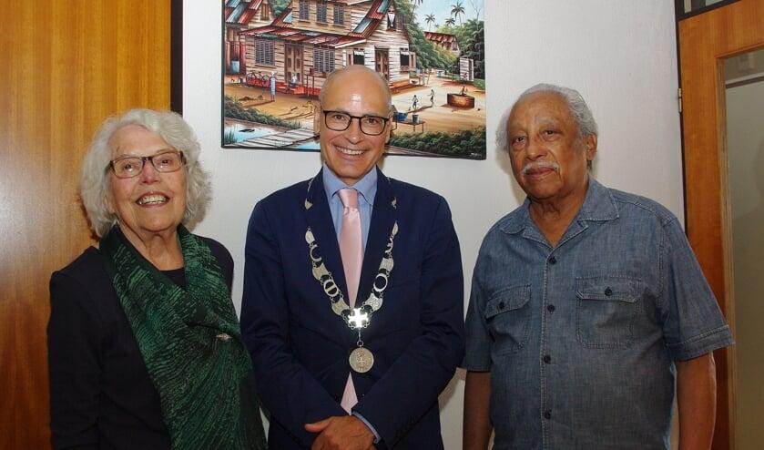Burgemeester Jaensch feliciteerde het paar en luisterde vol interesse naar hun levensverhaal.