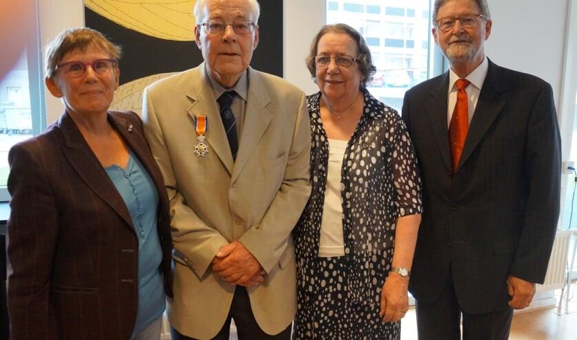 Jan den Boeft, met echtgenote Willy, op 3 juli 2015, de dag dat hij geridderd werd.