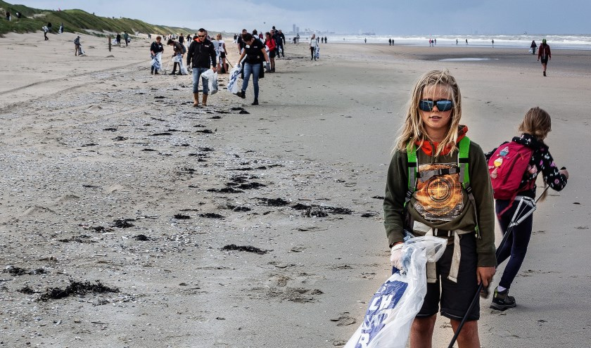 Afgelopen dinsdag werd het strand tussen Wassenaar en Noordwijk schoongemaakt.