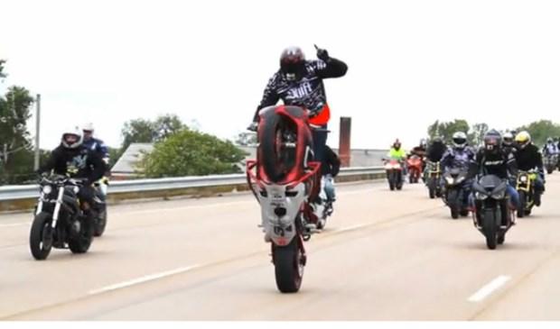 Het gaat wel vaker fout bij een Ride of the Century, zoals hier in 2011. Veel mannen op motoren is nu eenmaal een mooie basis voor haantjesgedrag.