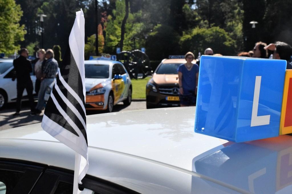 De rijscholenbranche is in rouw vanwege het ongeval waarbij rijinstructeur Henk Reinink overleed.  © rij-instructie.nl