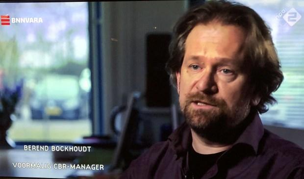 Berend Bockhoudt legt in de tv-uitzending van Zembla uit waarom het ICT-systeem van het CBR faalt.