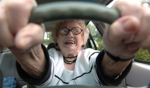 Door de problemen bij het CBR zijn onder anderen veel ouderen de dupe/