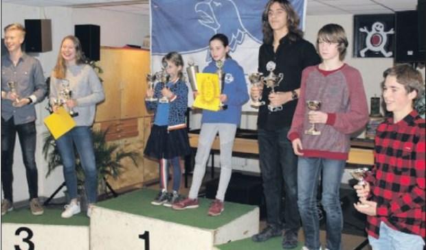 De bekerwinnaars (vlnr) Stijn Groen, Sarah van der Stam, Tess Aerts, Ilse van de Wiel, Tom van Schijndel, Orlando Louwers en Niklas Dhondt (Foto, Fred Louwers)