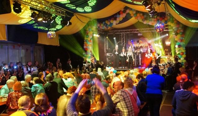 De Tent was sfeervol aangekleed (Foto, Cor Delissen)