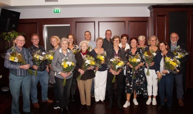 De jubilarissen in de bloemen (Foto, Cor Delissen)