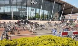 De nieuwe (tijdelijke) fietsenstalling (Foto, Cor Delissen)